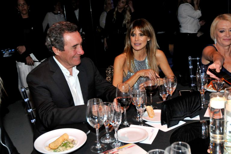 A la mesa II. Flavia Palmiero junto a su pareja, el productor Luis Scalella