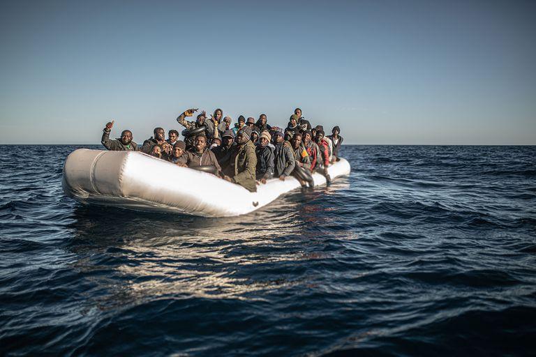 Drama en el Mediterráneo. El argentino que registró un rescate de inmigrantes