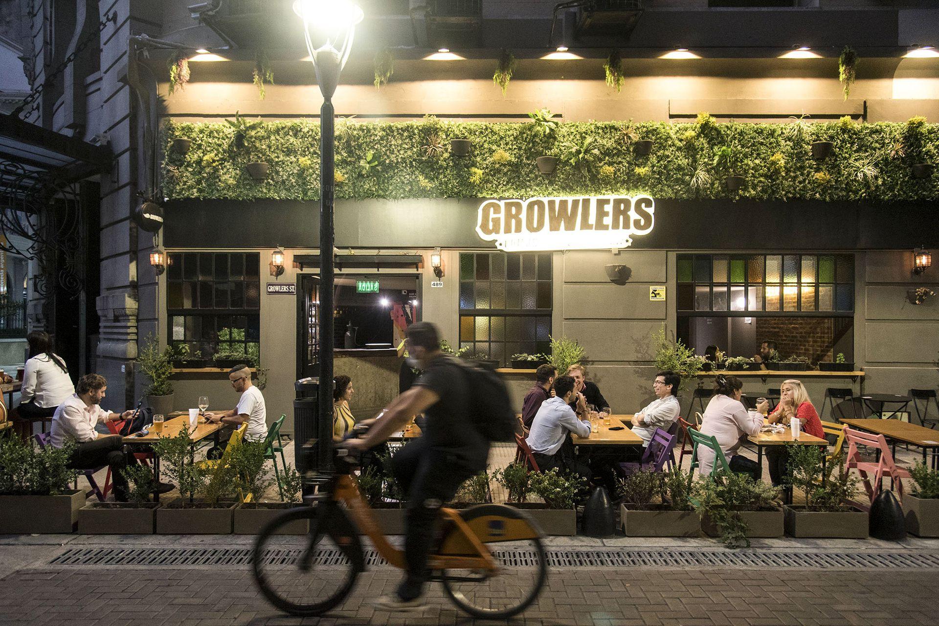 La cervecería Growlers abrió una sucursal en la esquina de Perón y San Martín