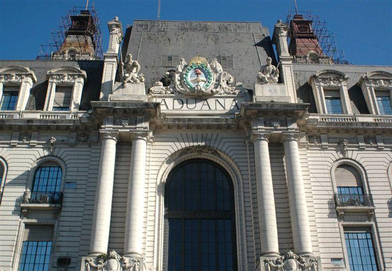 La Aduana abrió una investigación por el supuesto envío de material bélico a Bolivia