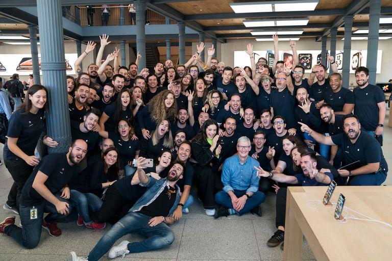 25-10-2018 Apple CEO Tim Cook visits Apple Puerta del Sol in Madrid ECONOMIA INVESTIGACIÓN Y TECNOLOGÍA APPLE