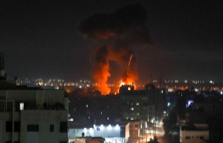 Israel vuelve a responder con ataques a Gaza por el lanzamiento de globos incendiarios