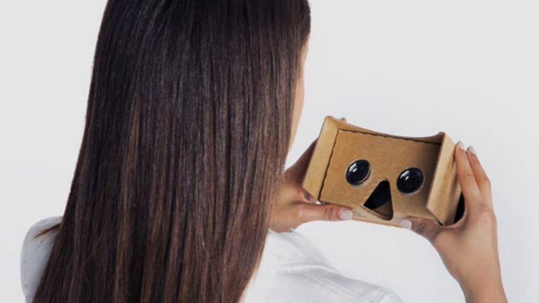 Cardboard es el sistema de Google que permite transformar la pantalla del teléfono en un visor de realidad virtual