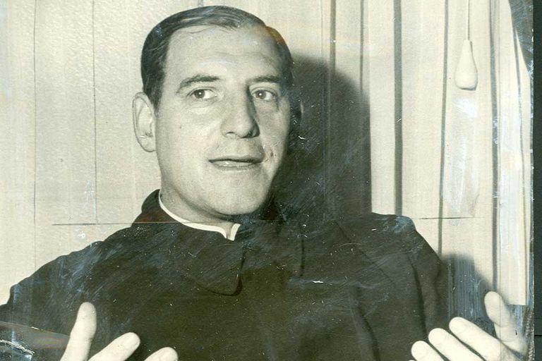 Podestá durante sus años de sacerdocio