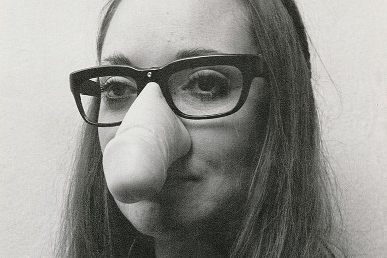 """""""El pene como instrumento de trabajo/ Para quitarle a Freud lo macho"""",1982, de Maris Bustamante. Fotografía adquirida en Waldengallery gracias a una donación del banco ICBC"""