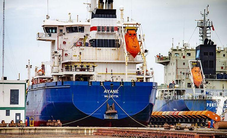 Un marinero abrió fuego en un buque en el Río de la Plata y mató al capitán y al primer oficial