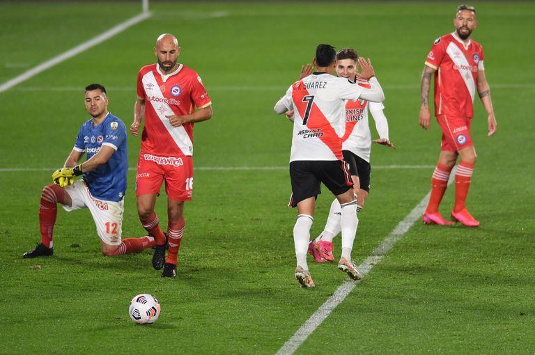 Momento de celebración para River, por el gol de Matías Suárez: 1-0 a Argentinos.