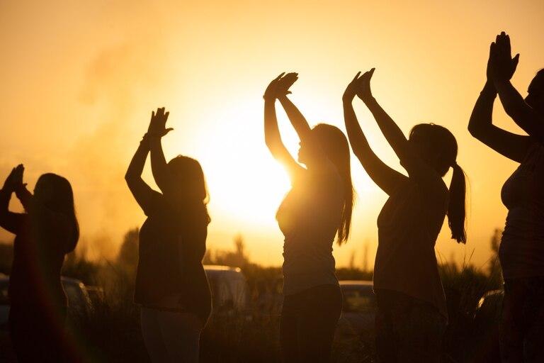 Varias bodegas mendocinas ofrecen programas que combinan clases de yoga, gastronomía y vinos