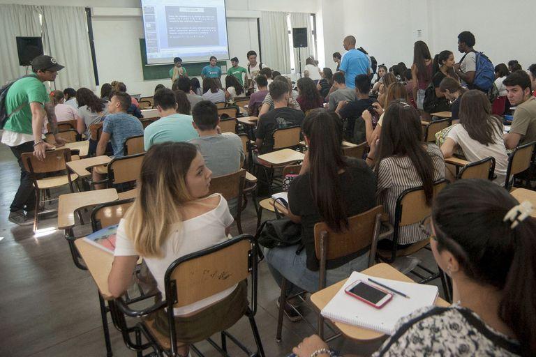 Así surge de los datos oficiales comparados entre 2005 y 2015 por el Centro de Estudios de la Educación Argentina; la situación afecta por igual al sistema de gestión pública y privada