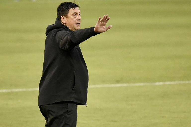 Burgos vivió con intensidad el partido de Newell's contra Unión; muchos gritos e instrucciones, pero menos histrionismo que el de Diego Simeone.