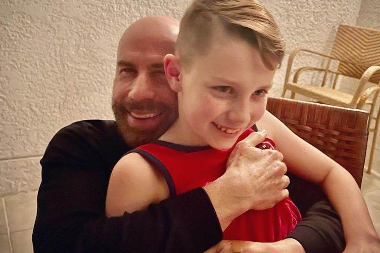 Travolta: el saludo a su hijo, en su primer cumpleaños tras la muerte de Preston