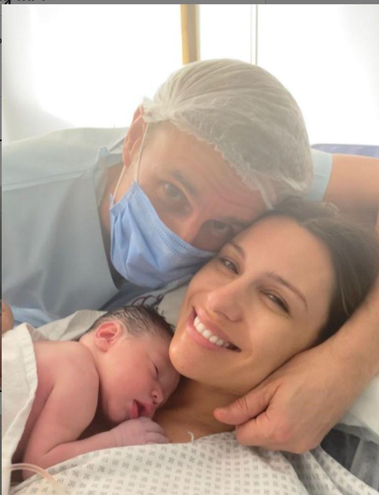 La modelo y conductora compartió con sus seguidores imágenes del momento de nacimiento de su hija y agradeció el cariño recibido