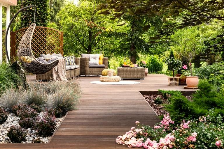 Cómo parquizar, qué elementos incluir y qué espacios crear en el exterior de la casa para potenciar el jardín
