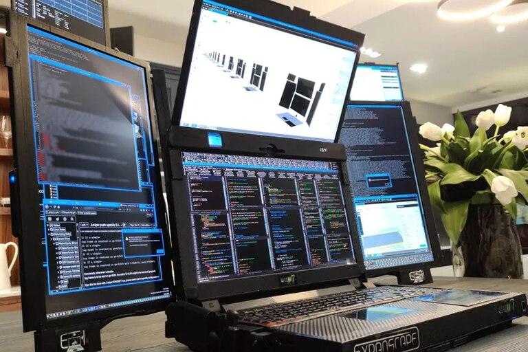 Una vista de Aurora 7, la computadora portátil que tiene un configuración de siete pantallas