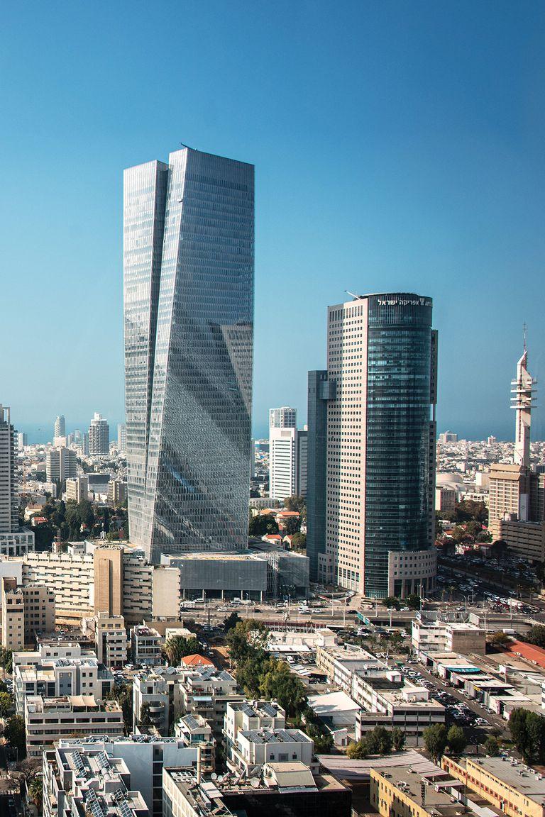 Algunos rascacielos, parte del desarrollo que puede verse en Tel Aviv,  la segunda ciudad más grande de Israel