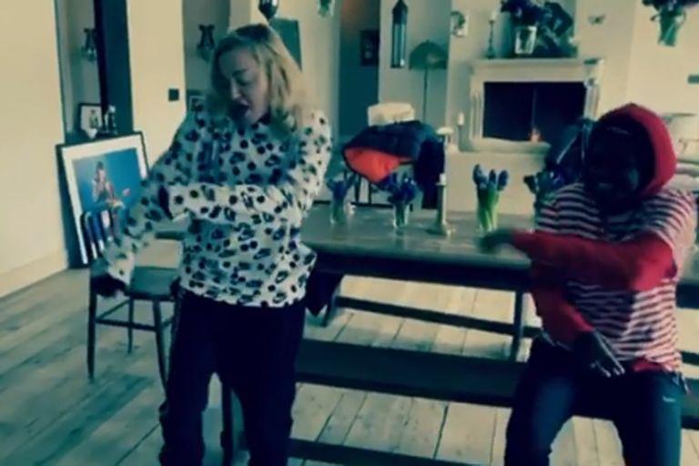 Cuarentena: rodeada de sus hijos, Madonna celebró una fiesta en la cocina