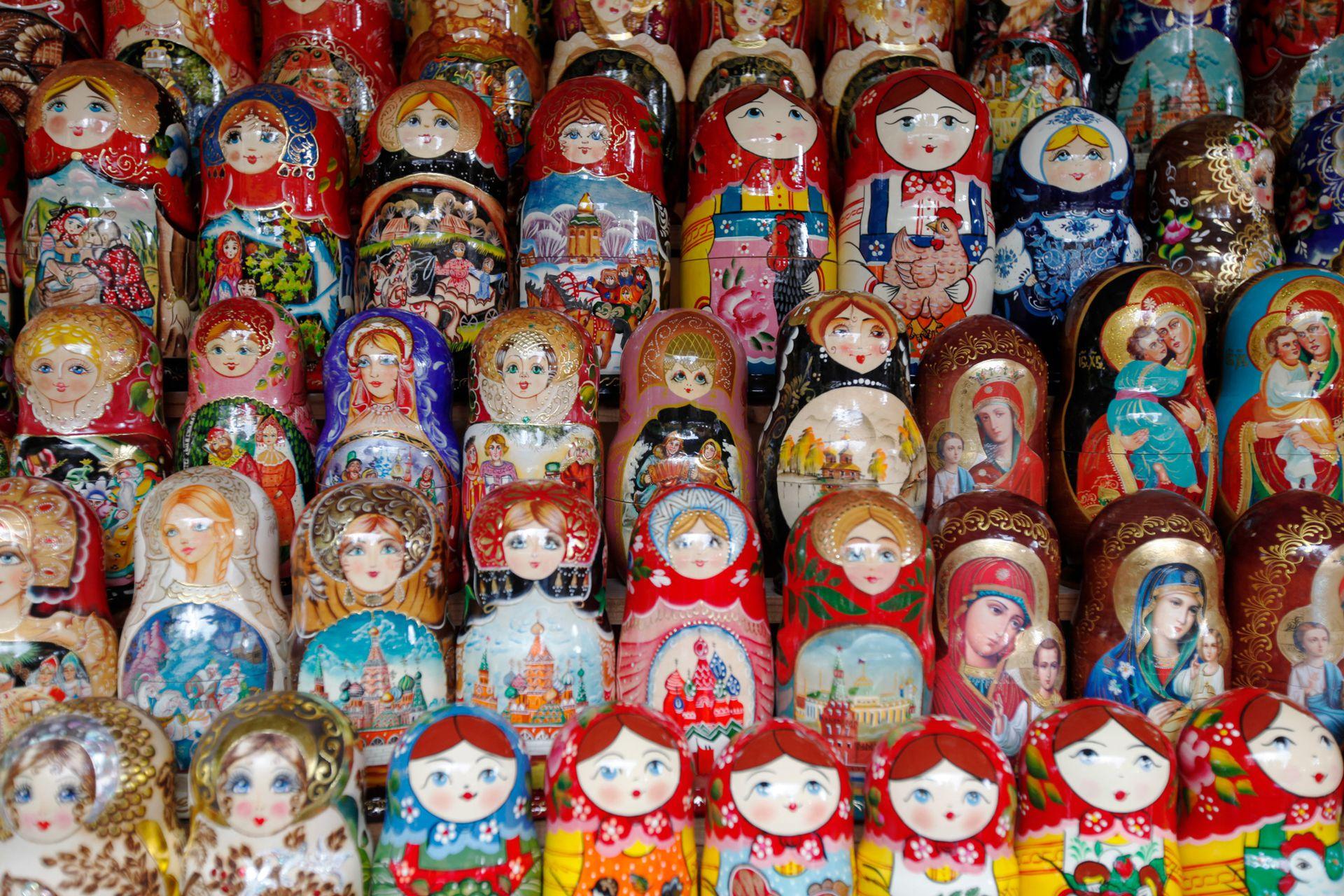 """Las matrioshkas –o mamushkas– nacieron de la copia de un juguete japonés, """"reversionado"""" con la figura de una campesina rusa."""