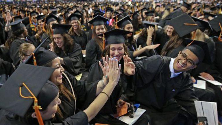 El beneficio económico de una educación universitaria es muy diferente para hombres y mujeres, según el estudio