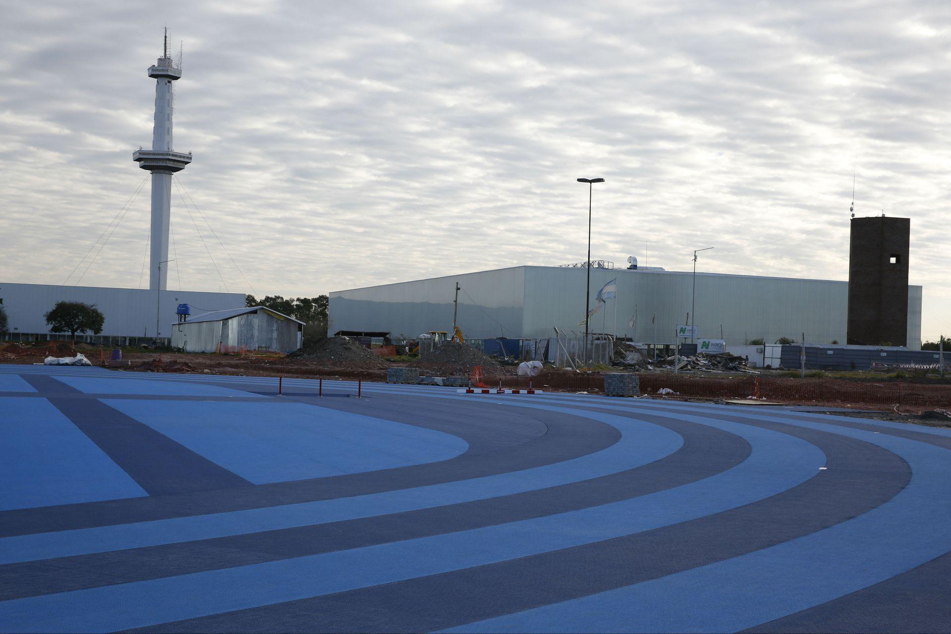 La pista olímpica está casi lista: detrás se ve la Torre del Parque de la Ciudad