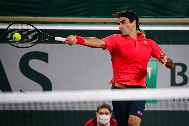 Federer pega de derecha ante Koepfer en un partido demandante: cuatro sets y 3 horas y 39 minutos.
