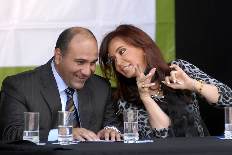 Juan Manzur, que fue ministro de Salud entre 2009 y 2015, afronta una difícil situación en Tucumán por el coronavirus; en septiembre se dispararon los casos, crecieron las protestas de médicos y dispuso nuevas medidas de aislamiento