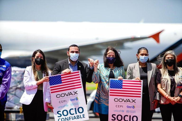 22-07-2021 Coronavirus.- EEUU entrega a El Salvador 1,5 millones de vacunas de Moderna.  Estados Unidos ha entregado este jueves a El Salvador 1,5 millones de vacunas contra el coronavirus de Moderna, un donativo realizado a través del mecanismo COVAX de la Organización Mundial de la Salud (OMS).  POLITICA TWITTER @FRANALABI