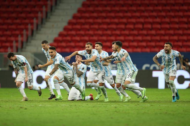 El festejo argentino luego de vencer en la tanda de penales a Colombia por la Copa América 2021
