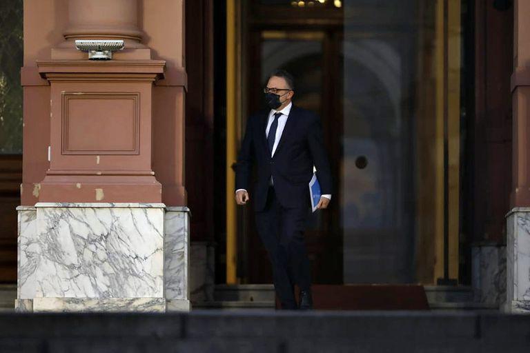El miércoles pasado, el ministro Matías Kulfas sale de la Casa Rosada