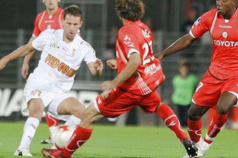 Bernardi engancha en Mónaco; jugó siete temporadas en el Principado y definió una Champions contra el Porto de Mourinho