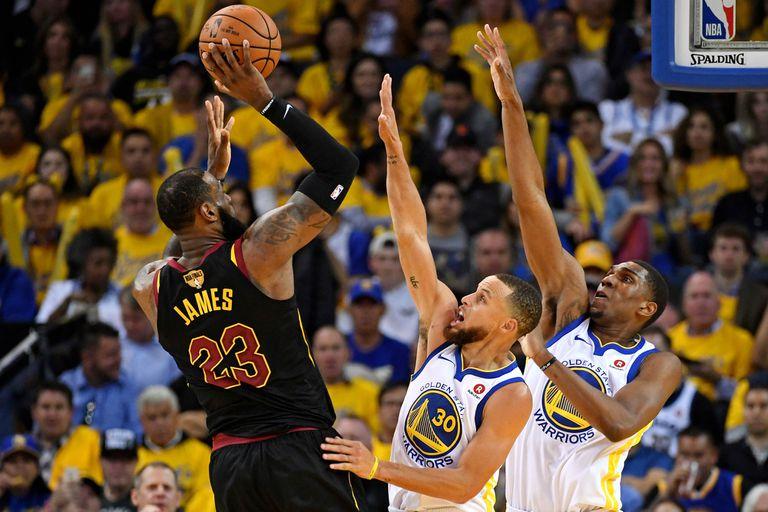 Final de la NBA: Golden State ganó un partidazo pese al titánico LeBron James