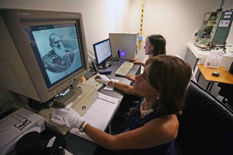 Una vista de la sala de digitalización de la Biblioteca Nacional del Congreso Argentino. Los integrantes de la Asociación Francesa de Archivistas sostienen que el derecho a ser olvidado en la Red puede complicar la digitalización de documentos públicos