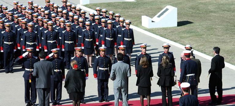 24 de marzo: las FF.AA. forman a sus oficiales con las reformas de Frederic