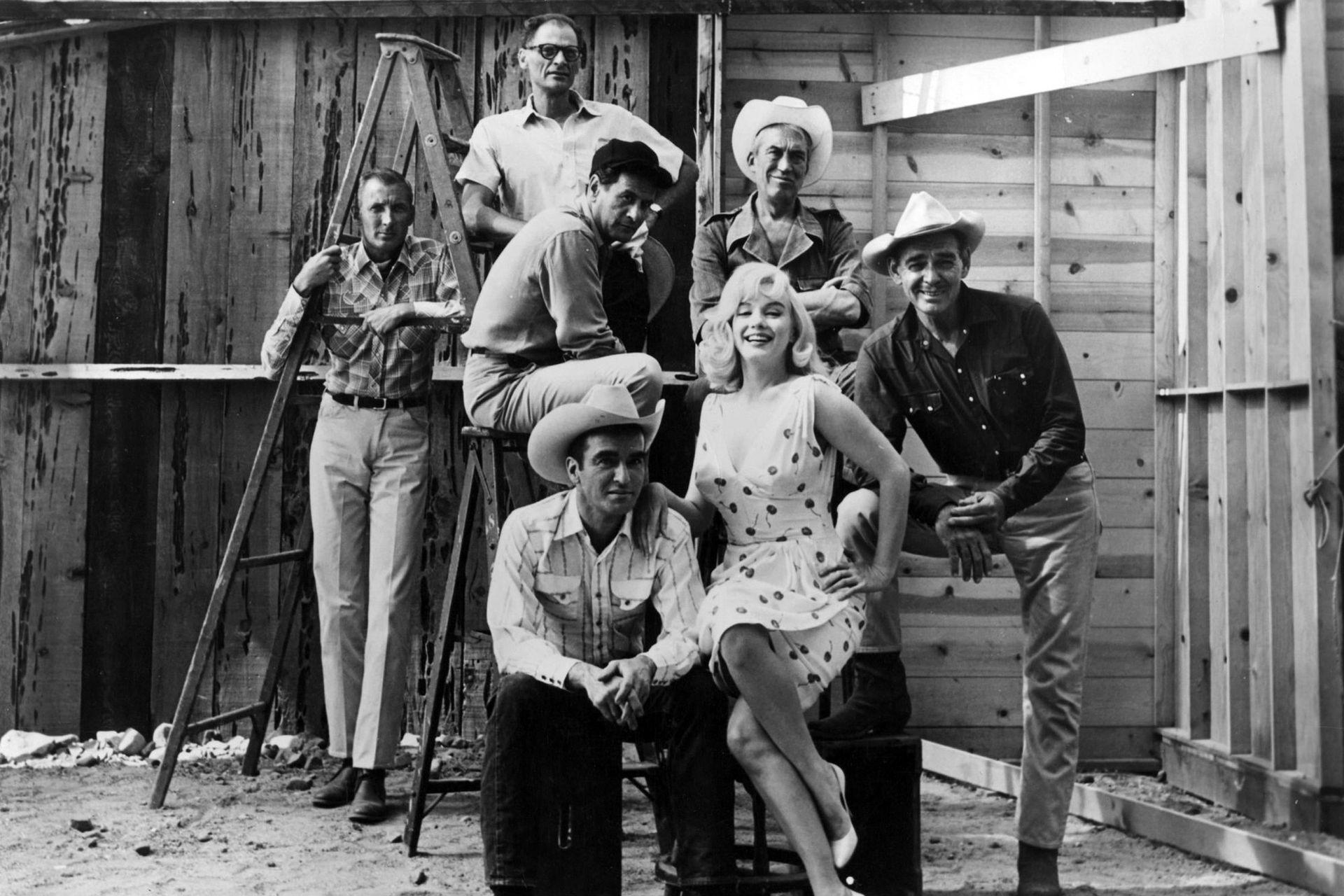 Todo el equipo de Los inadaptados: Arthur Miller, Eli Wallach, John Huston, Clark Gable, Marilyn Monroe y Montgomery Clift