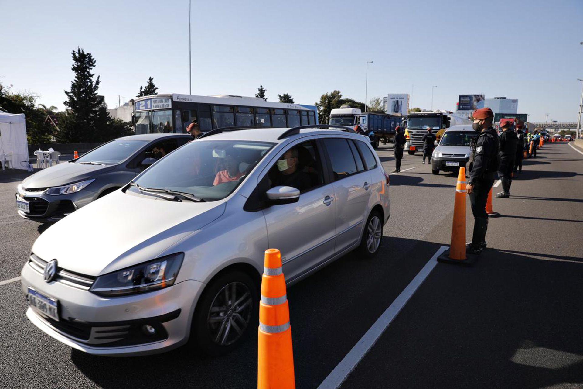 Los controles en la Panamericana provocaron kilómetros de congestionamiento