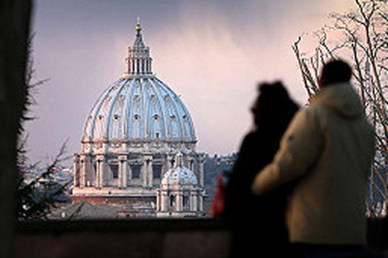 La caída mundial del número de católicos practicantes ha erosionado los ingresos del Vaticano