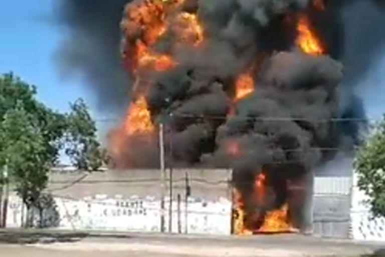 Explosión e incendio en una fábrica de solventes de Valentín Alsina