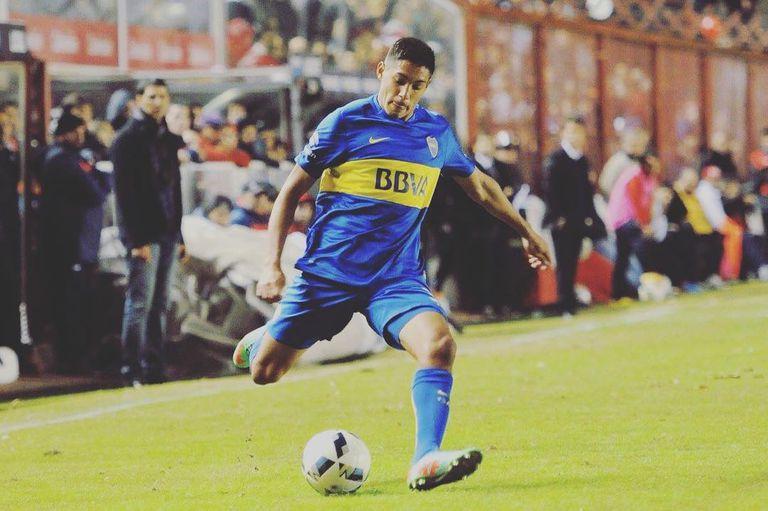 Nahuel Molina, con la camiseta de Boca, el club en el que debutó en primera.