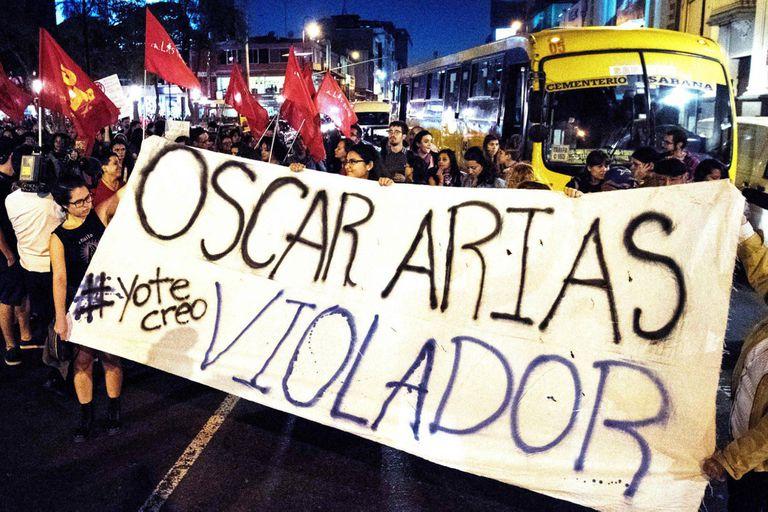 Marcha en San José en apoyo a las denuncias contra Oscar Arias, ex presidente
