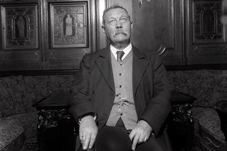Arthur Conan Doyle, en 1922