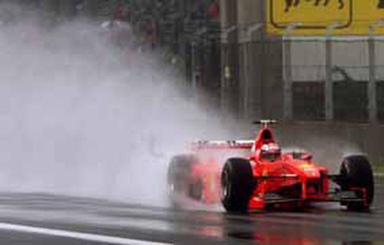 Bajo la lluvia, Michael Schumacher logró victorias deslumbrantes