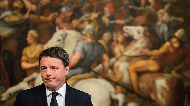 El primer ministro Matteo Renzi renunció al cargo tras el rechazo a las reformas constitucionales que propuso en busca de mayor estabilidad.