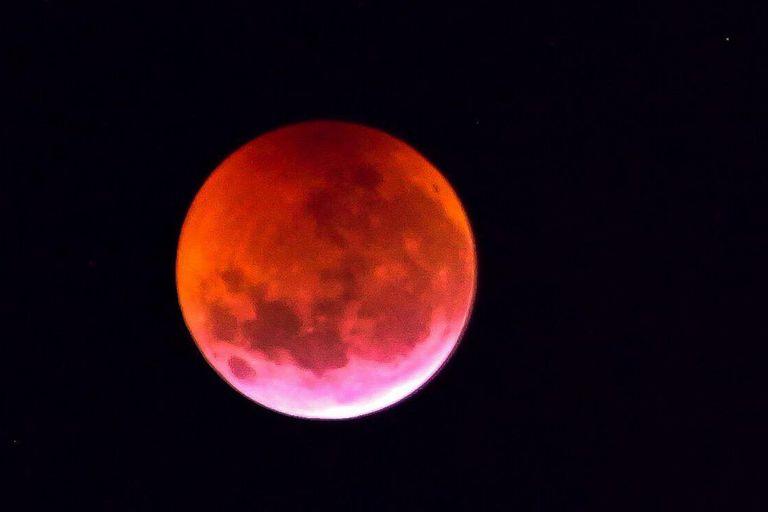 Un eclipse lunar se observa desde el telescopio espacial Hubble por primera vez