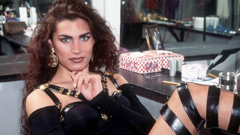 Cris Miró fue la primera vedette transexual del país; murió el 1° de junio de 1999