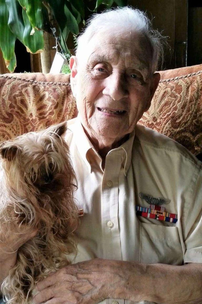 Un periódico local entrevistó a Bill Wynne dos años atrás y el hombre, a los 96 años, seguía siendo un apasionado de los Yorkshire Terrier