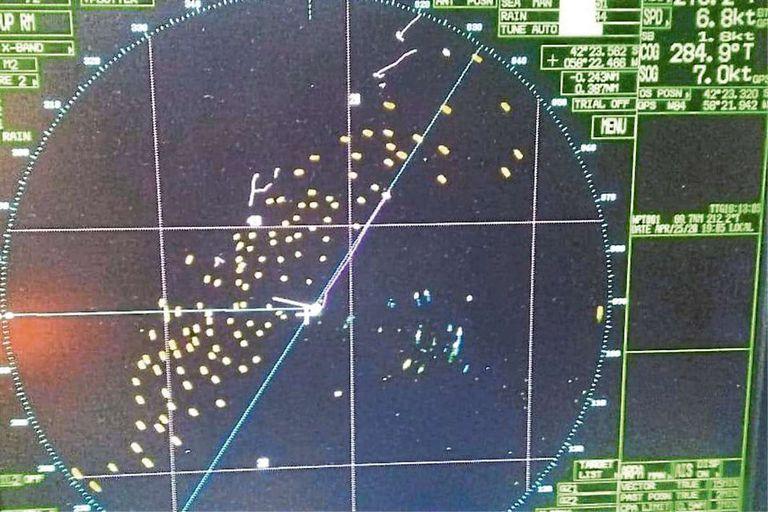 Una foto que se repite: centenares de buques pesqueros extranjeros ilegales, captados por un radar dentro del territorio marítimo argentino