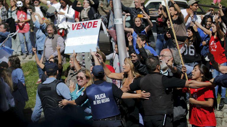 Manifestantes kirchneristas en Bariloche