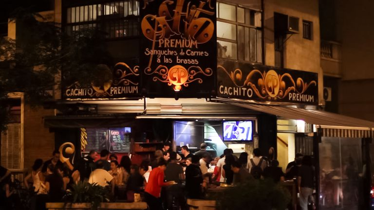 Juntada Antigourmet en Cachito Premium en Apolinario Figueroa y Valentín Virasoro