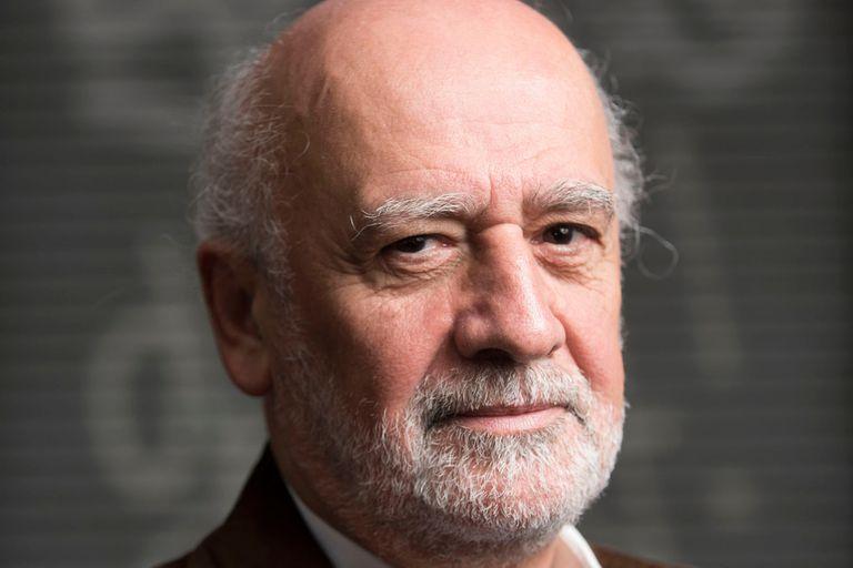 Juan Gabriel Tokatlian Doctor en Relaciones Internacionales por The Johns Hopkins University School of Advanced International Studies, es vicerrector de la UTDT y profesor investigador plenario.