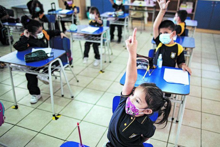 """""""No estoy aprendiendo nada"""": América Latina enfrenta una crisis de educación pandémica"""