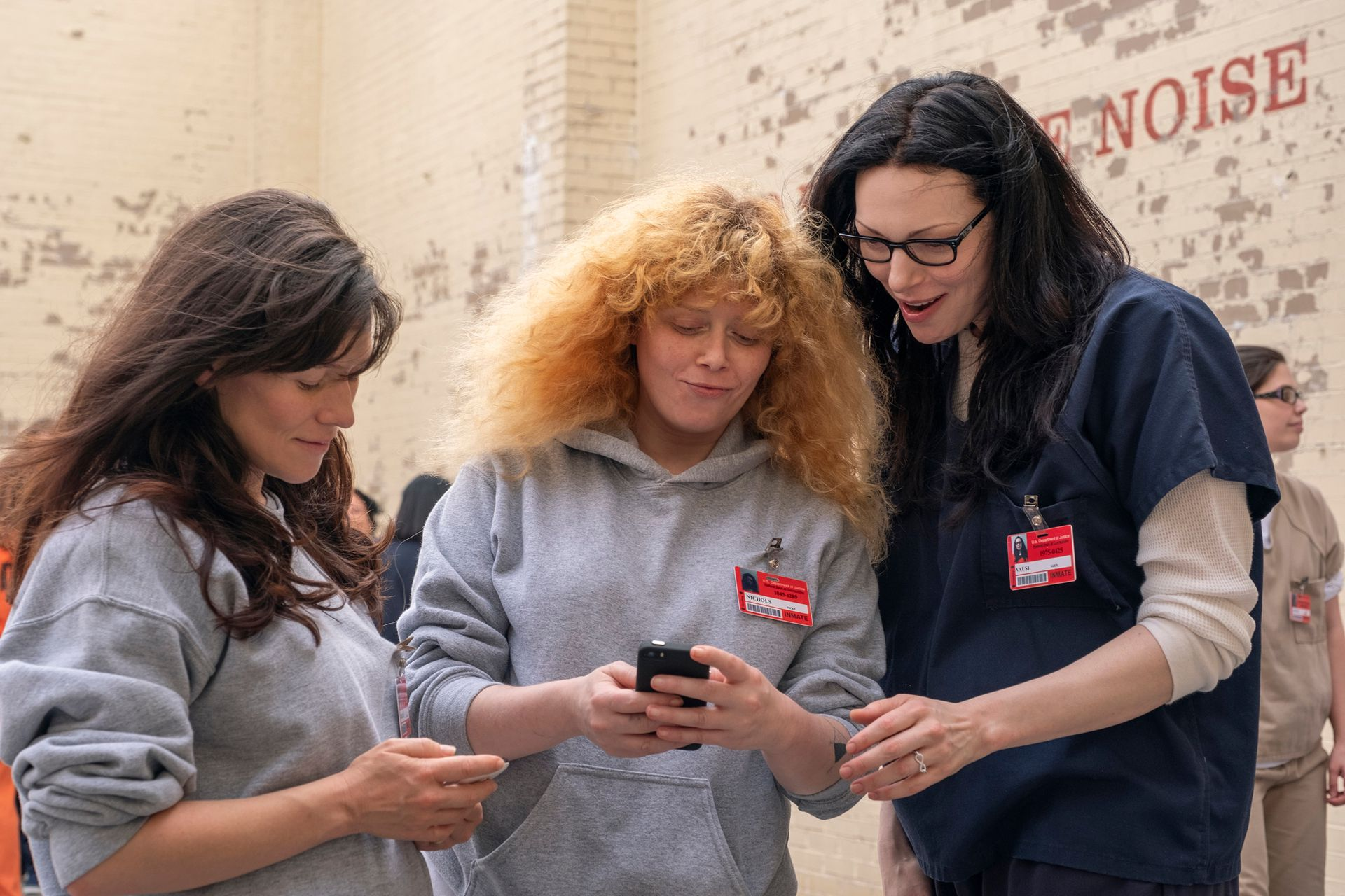 Lorna (Yael Stone), Nicki (Natasha Lyonne) y Alex (Laura Prepon), en una escena de la última temporada de Orange is the New Black